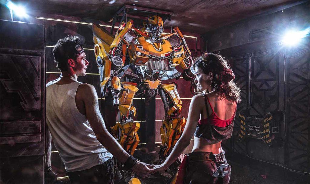 квест комната в центре Киева с огромным игровым роботом